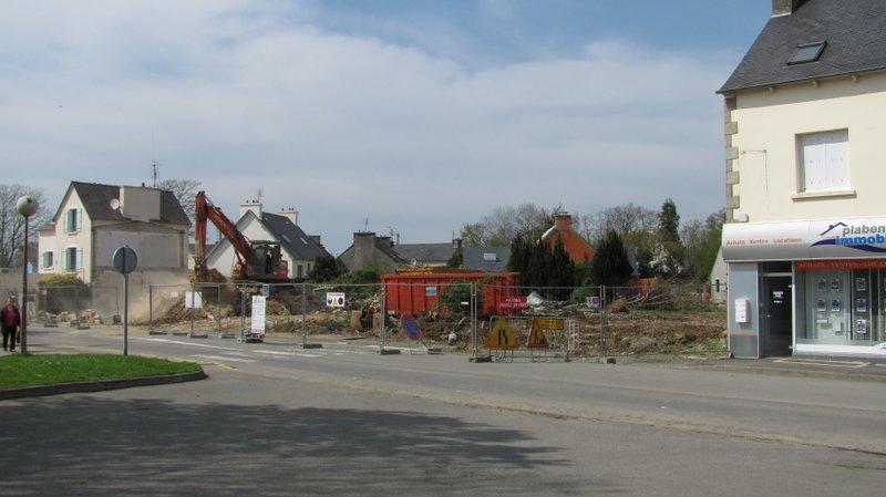 La démolition a commencé (3 mai 2012)