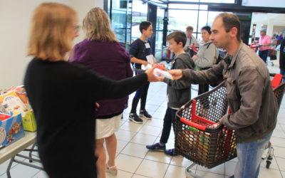 Collecte solidaire pour l'aide alimentaire du CCAS : 490 kilos de dons récoltés en 8 heures par les jeunes du CMJ !
